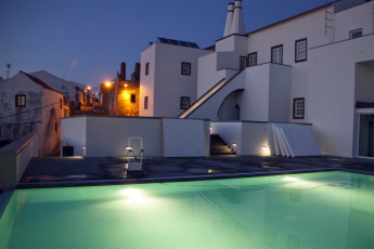 Azores - S.Maria Is. - Vila do Porto : Swimming pool in the Vila do Porto hostel in Portugal