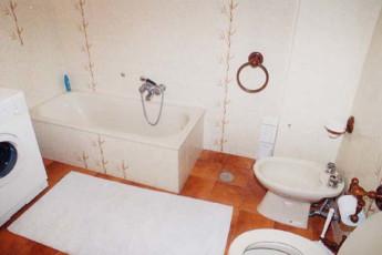 Cortona - San Marco : Bathroom in Cortona - San Marco Hostel, Italy
