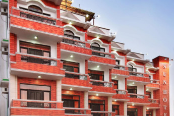 Haridwar - Haridwar YH c/o Sun Hotel : Exterior of the Haridwar Hostel in India