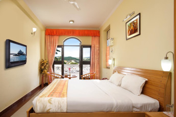 Haridwar - Haridwar YH c/o Sun Hotel : Superior Deluxe room in the Haridwar Hostel in India