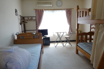 Yuasa - Arida Orange YH : Triple room in the Arida Orange hostel in Japan