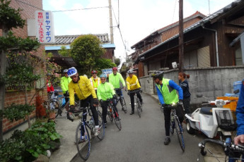 Yuasa - Arida Orange YH : Cycling near the Arida Orange hostel in Japan