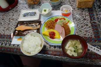 Yuasa - Arida Orange YH : Meal at the Arida Orange hostel in Japan