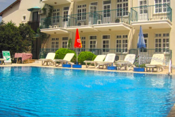 Fethiye - V-GO's Hotel & Guesthouse : Swimming pool in the V GOs Hotel and Guesthouse in Turkey