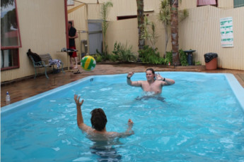 Kalgoorlie YHA : Swimming Pool at the Kalgoorlie Hostel in Australia