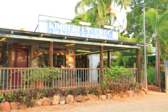 Kununurra YHA : Exterior of the Kununurra hostel in Australia
