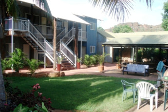 Kununurra YHA : Garden at the Kununurra hostel in Australia
