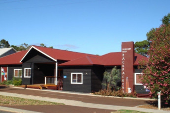 Margaret River YHA : Exterior of the Margaret River hostel in Australia