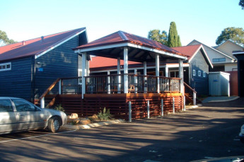 Margaret River YHA : Terrace at the Margaret River hostel in Australia