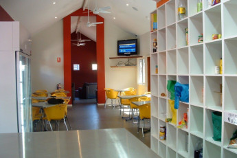Margaret River YHA : Dining area in the Margaret River hostel in Australia