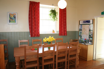 Prosen : Dining room in the Prosen hostel in Scotland