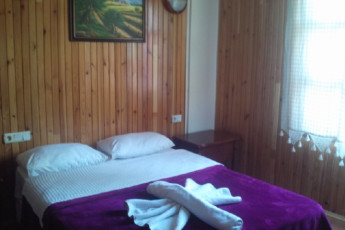 Sezgins Guesthouse - Kusadasi : Double Bedroom in Sezgins Guesthouse - Kusadasi Hostel, Turkey