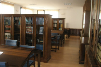 Soria - Antonio Machado R.J. : Library in the Antonio Machado hostel in Spain