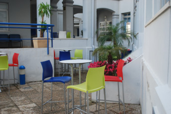 Albergue Inturjoven de Málaga : Terrace area at the Albergue Inturjoven de Malaga Hostel in Spain