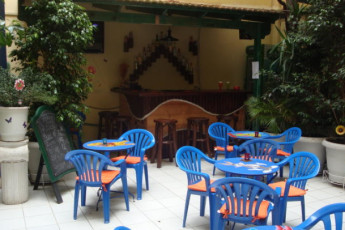 Athens - Student & Travellers Inn : Bar and Patio Area in Athens - Student and Travellers Inn, Greece