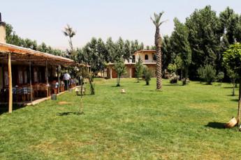 Tanaïl -Ecolodge Tanaïl : Garden at Tanail -Ecolodge Tanail Hostel, Lebanon