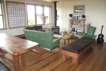 YHA Raglan : Lounge Area in Raglan YHA - Solscape Eco Retreat Hostel, New Zealand