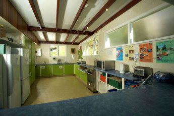 YHA Kinloch - Glenorchy : Kitchen in Kinloch Lodge Hostel, New Zealand