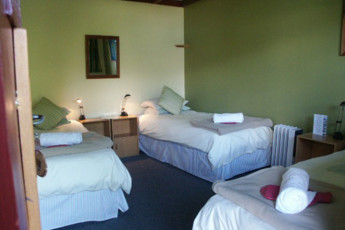 YHA Kinloch - Glenorchy : Triple Room in Kinloch Lodge Hostel, New Zealand