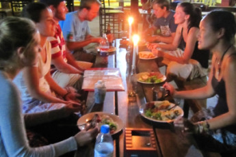 Jollyboys Backpackers & Camp : Guests Dining in Jollyboys Backpackers and Camp Hostel, Zambia