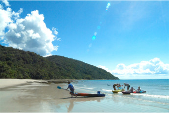 Cape Tribulation Beach House YHA : Guests Kayaking at the Beach Local to Cape Tribulation Beach House Hostel, Australia