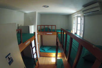 Rio De Janeiro – Rio Rockers Hostel : dormitorio en el río Synth hostal en Brasil