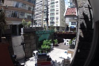 Rio De Janeiro – Rio Rockers Hostel : Garden of the Rio Synth Hostel in Brazil