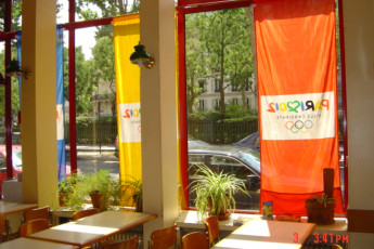 Auberge de jeunesse Hi Paris Jules Ferry : Dining Area in Paris - Jules Ferry Hostel, France