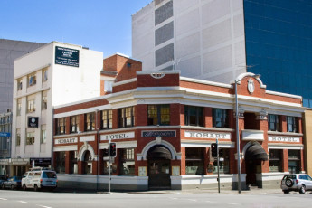 Hobart - Montgomery' s YHA : Exterior of the Hobart - Montgomery Hostel in Australia