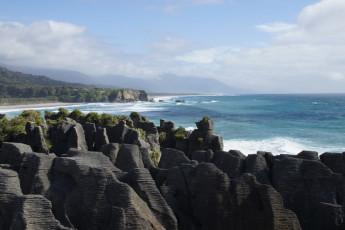 YHA Punakaiki : Rocks near the Punakaiki Hostel in New Zealand