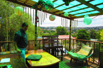 Whethu Grahamstown Backpackers : Terrace at the Whethu Grahamstown Backpackers in South Africa