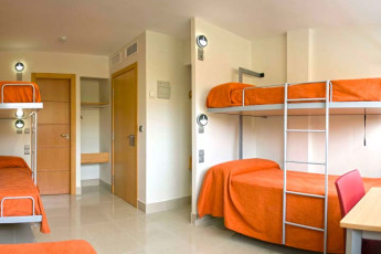 Albergue Inturjoven Sevilla : Dorm room in the Albergue Inturjoven Sevilla Hostel in Spain