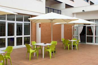 Albergue Inturjoven Sevilla : Terrace at the Albergue Inturjoven Sevilla Hostel in Spain