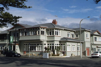 YHA Napier : Exterior of the Napier YHA hostel in New Zealand