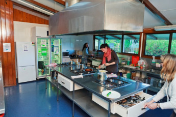 YHA Te Anau : Kitchen in the Te Anau Hostel in New Zealand