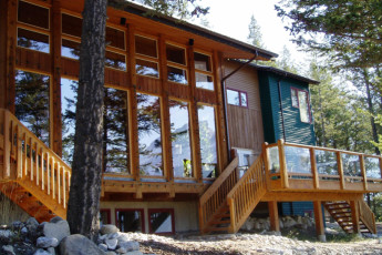 HI - Canmore : Exterior view of the Canmore hostel in Canada