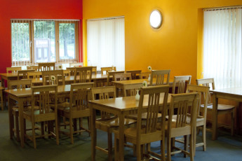 YHA Sherwood Forest : Dining room in Sherwood Forest Hostel, England