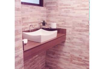 Paranaguá - Continente Hostel : Basin in Bathroom at Paranagua - Continente Hostel