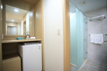 Hongcheon - Vivaldipark YH : Shower Rooms in Hongcheon - Vivaldipark Youth Hostel, South Korea