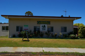 Walpole YHA : Exterior View of the Walpole Hostel in Australia