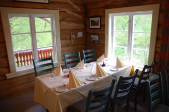 Sunndalsøra : Dining area at Sunndalsora hostel