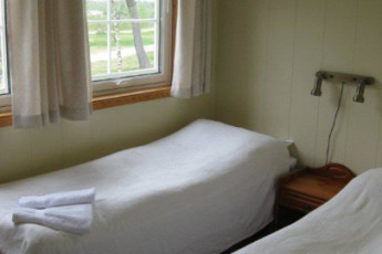 Sunndalsøra : Twin room at Sunndalsora hostel