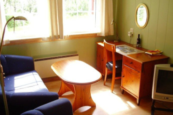 Sunndalsøra : Room with sofa and chairs at Sunndalsora hostel
