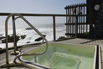 HI - Pescadero - Pigeon Point Lighthouse : Hot tub at HI - Pescadero - Pigeon Point Lighthouse
