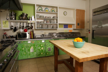 HI - Point Reyes Hostel - Point Reyes : Shared kitchen in HI - Point Reyes Hostel