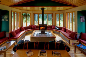 HI - Castle Mountain Wilderness Hostel : HI-Castle Mountain Wilderness Hostel Lounge