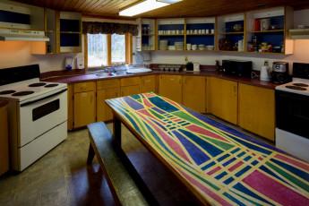HI - Castle Mountain Wilderness Hostel : HI-Castle Mountain Wilderness Hostel Kitchen