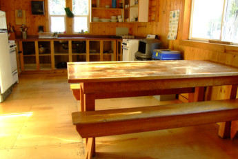 HI - Mosquito Creek Wilderness Hostel : HI-Mosquito Creek Wilderness Hostel Kitchen