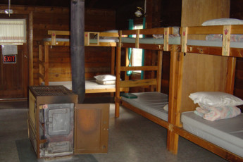 HI - Mt. Edith Cavell Wilderness Hostel : HI-Mount Edith Cavell Bedroom