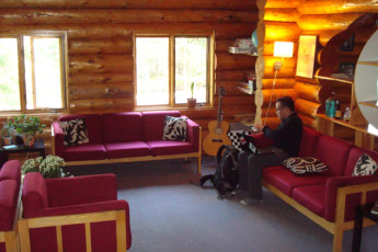 HI - Nordegg - Shunda Creek Hostel : HI-Nordegg Common Area